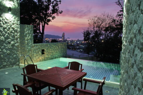 5 Bedroom patong town house