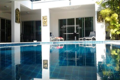 Rent the Paradise Villa in Kamala beach in Phuket modern style villa with 5 bed room and it comes with Jacuzzi available both indoors and outdoors.