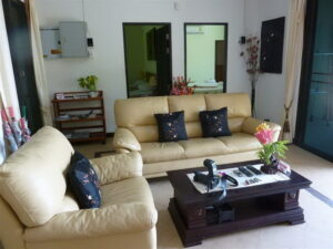 3 bedroom villa that is fully furnished with swimming pool fully air-con all around the house located in chalong close to Wat chalong