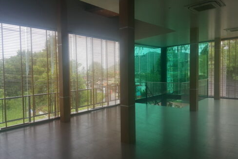Large 240 sq.m commercial space in Rawai