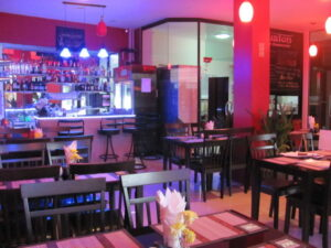 Patong guest house for rent with elevator and restaurant
