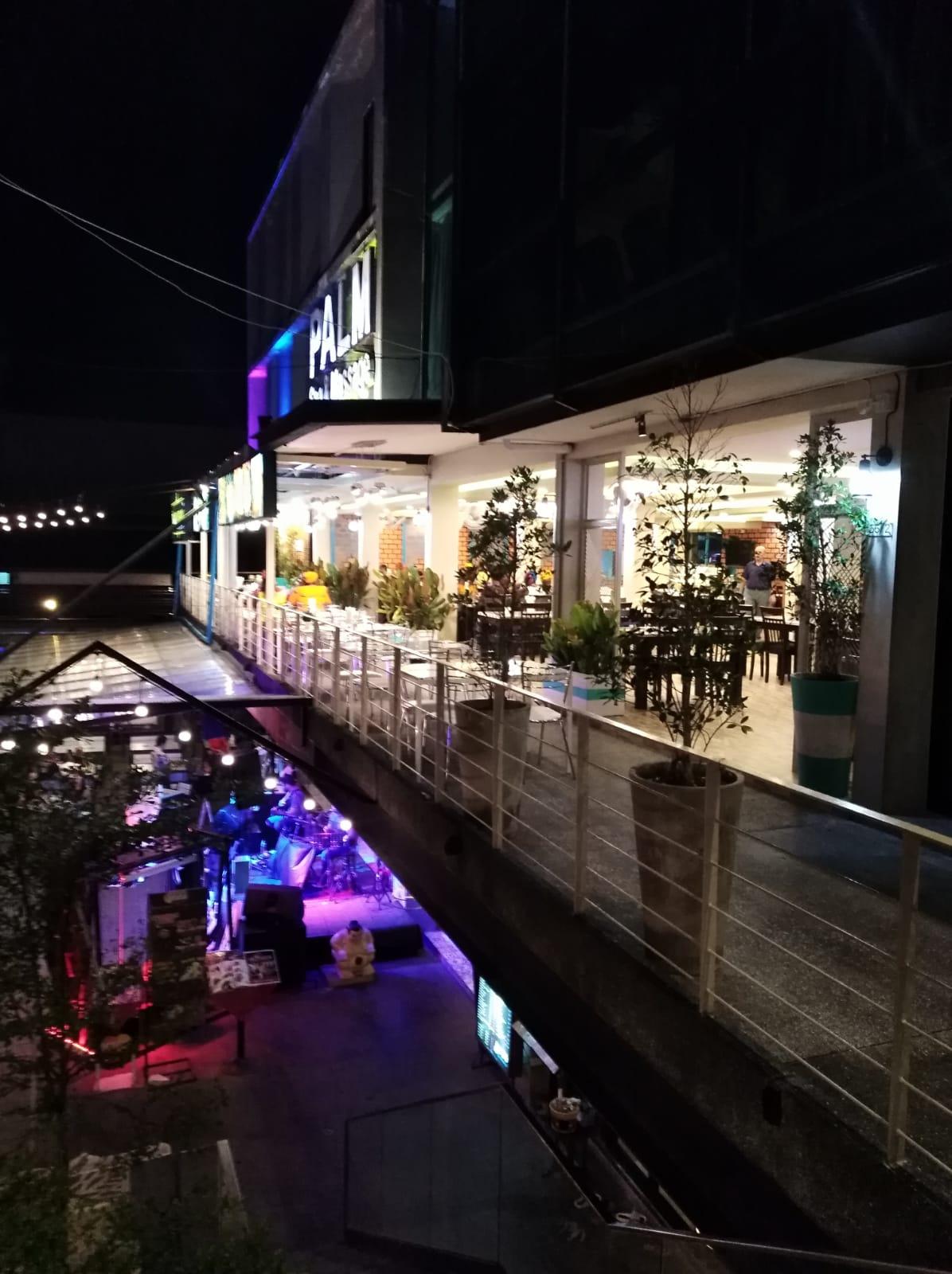 Large restaurant in kata center for rent