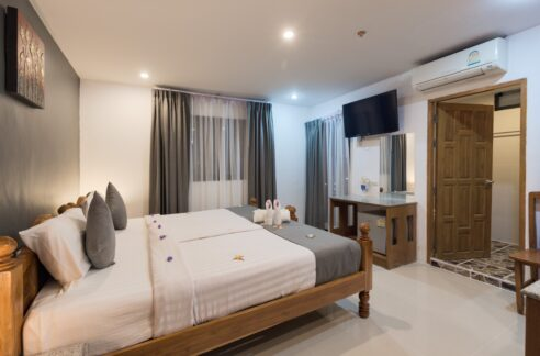 51 room hotel with pool in center of patong